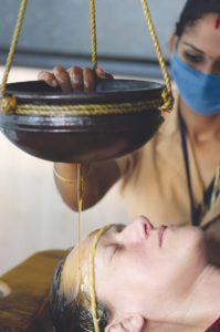 Shirodhara behandeling