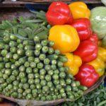 Groentenmarkt in Mumbai, met okra